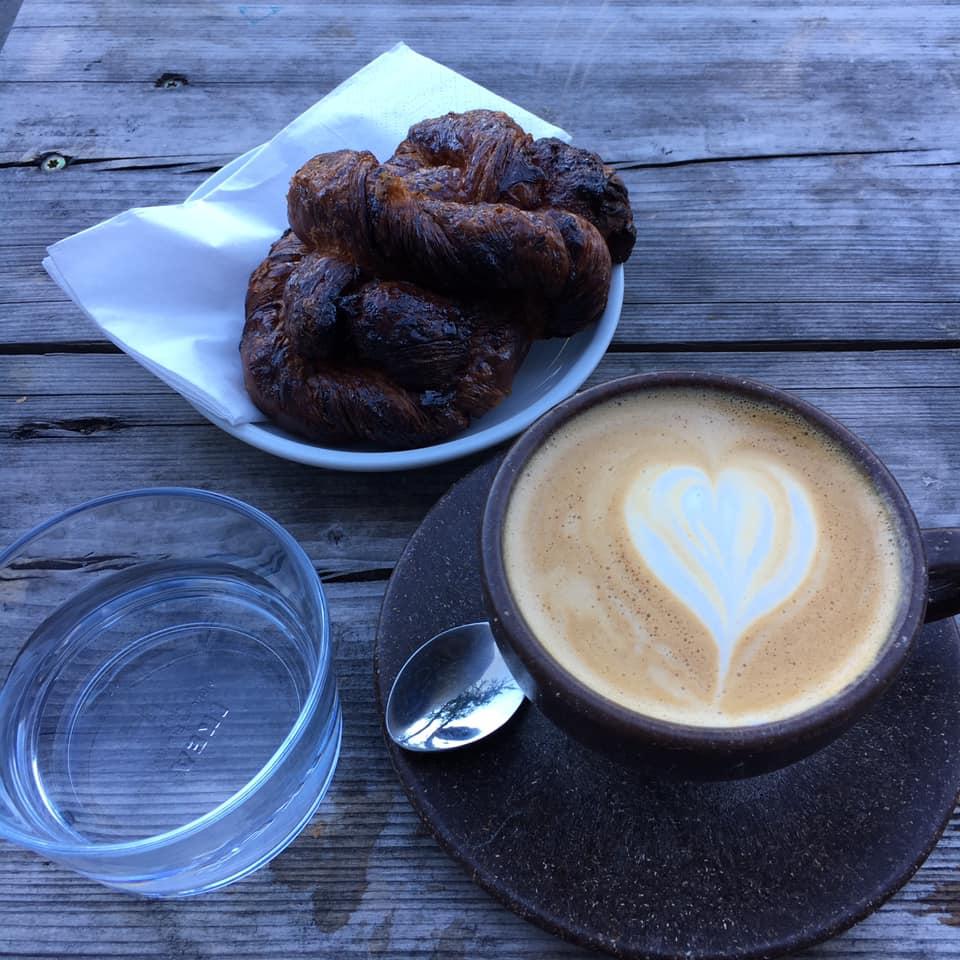 coffee and cinamon roll at Oslo Kaffebar in Berlin