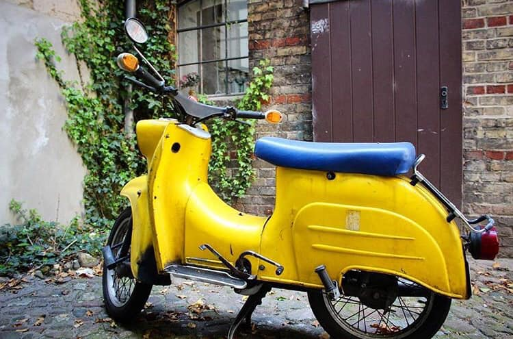 a yellow scooter in Rixdorf