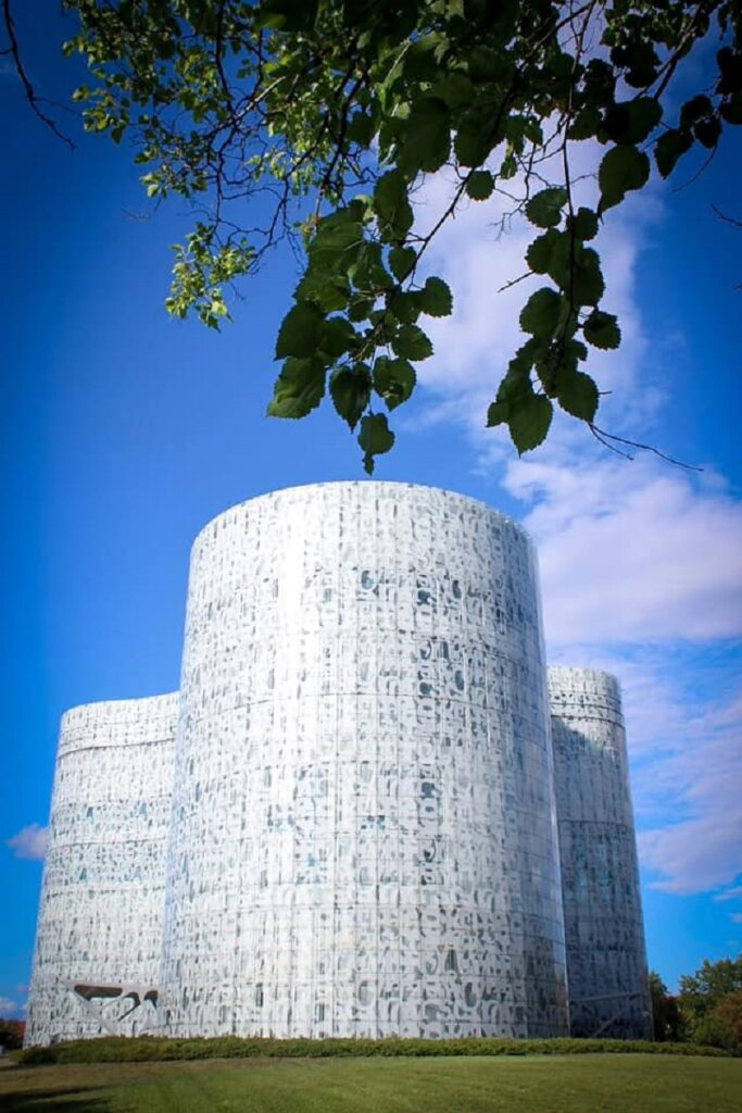Modern archotecture in Cottbus: the University library