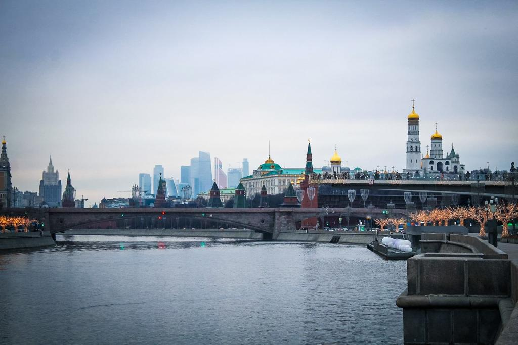 The Kremlin seen from  Moscow river